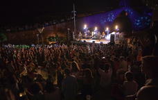 Actuació musical durant el Festival PAS de Martorell