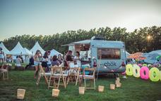 Camions de cuina sobre rodes al festival White Summer