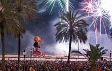 L'acte central de les Festes de Maig és la Cremada del Dimoni a la platja dels Pescadors