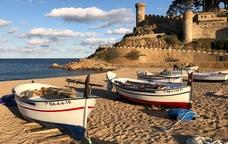 Barques a la platja Gran de Tossa