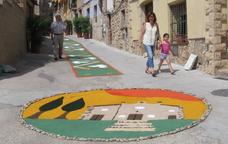Un dels signes distintius d'aquesta festa és la decoració dels carrers i places del municipi