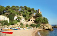 Sa Caleta, una platja situada al final del passeig marítim de Lloret de Mar
