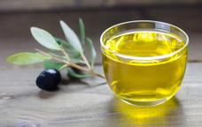 Un setrill amb oli d'oliva verge extra