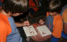 Tallers de prehistòria per a famílies a les Coves de l'Espluga