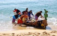 Els pirates arribant a la platja de Badalona
