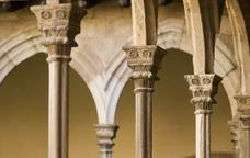 Detall del claustre del monestir de Sant Joan de les Abadesses