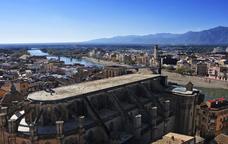 L'Ebre, al seu pas per Tortosa amb la catedral en primer pla