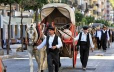 Pagès guiant el carruatge pels carrers de Tarragona
