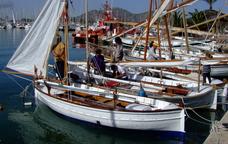 Embarcacions de vela llatina al port d'Alcúdia