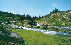 L'entorn dels llacs de les Bulloses, a prop del poble de Mont-Lluís, a la Catalunya Nord