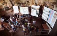 Les visites a les Coves del Bolomor inclouen recreacions històriques i tallers didàctics
