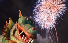 El Marraco, amb els focs artificials de cloenda de la Festa de Maig de fons