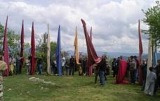 Reunió dels estandards dels municipis de la pabordia a l'Aplec de mur