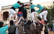 Aixecant castells humans a Vilafranca del Penedès