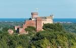 El castell de Castelldefels envoltat de boscos i jardins