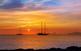 Posta de sol sobre Es Vedrà, a Eivissa, vista des de Formentera