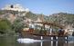 Lo Roget navegant davant del castell de Miravet