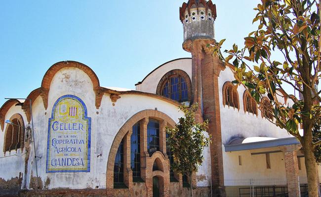 A quin estil arquitectònic correspon el Celler Cooperatiu de Gandesa?