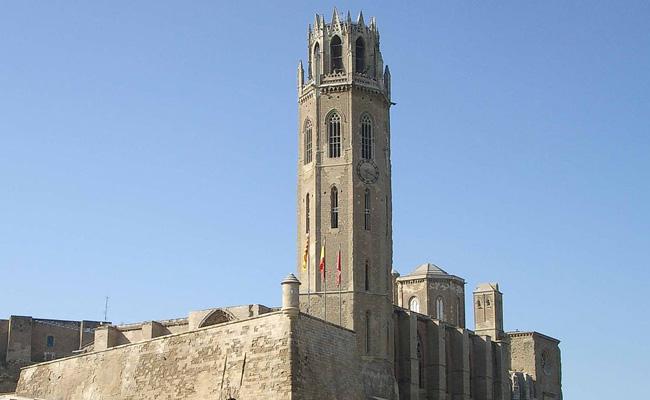 Durant la Guerra Civil Espanyola, la Seu Vella de Lleida va ser usada com a?