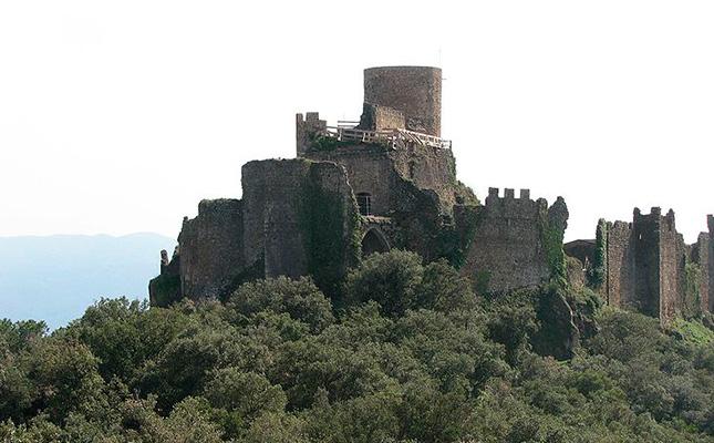 A quin museu s'exposen la majoria d'objectes recuperats en les excavacions al castell de Montsoriu?