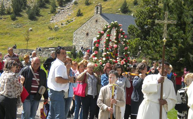 El santuari de la Verge de Núria es vesteix de festa cada setembre per?