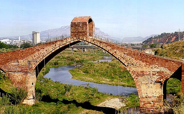 Segons la llegenda, a qui va voler enganyar el diable a canvi de la construcció del pont del Diable de Martorell?