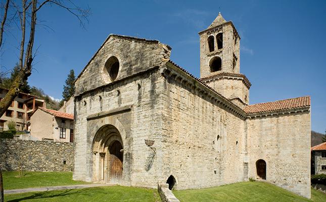 Qui va manar construir el monestir de Sant Pere de Camprodon?