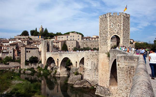 Saps quina funció tenia la torre del pont de Besalú?