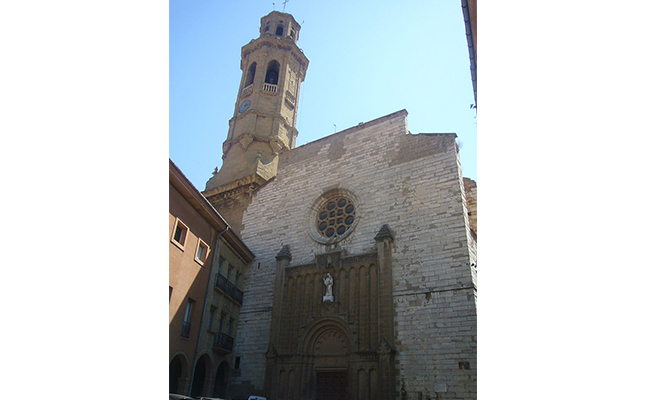 A quina època es van unir els dos edificis que componen l'església de Sant Jaume de Calaf?