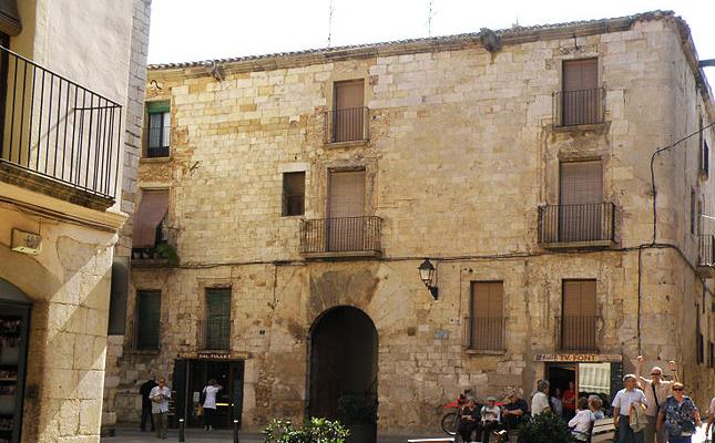 Quines funcions va adoptar el Palau-Fortalesa del Castlà durant les guerres carlines?