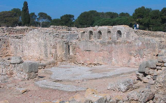 Dins d'Empúries, quina ciutat era més gran, la grega o la romana?