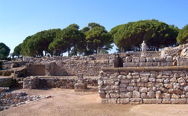 Quin és l'únic jaciment a tota la península Ibèrica on es troba una ciutat grega i una de romana?