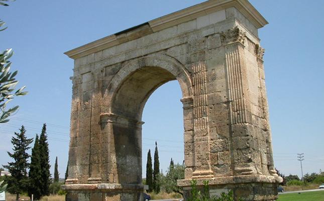Quina civilització va aixecar l'arc de Berà?