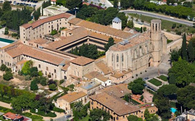 El claustre del Reial Monestir de Pedralbes de Barcelona és considerat el més gran del món d'estil gòtic