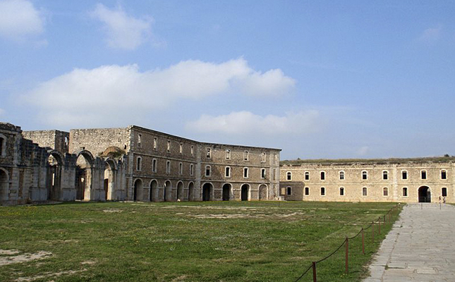 El castell de Sant Ferran de Figueres deu el seu nom al rei?