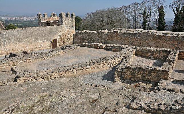La ubicació del castell d'Olèrdola ens permet divisar?