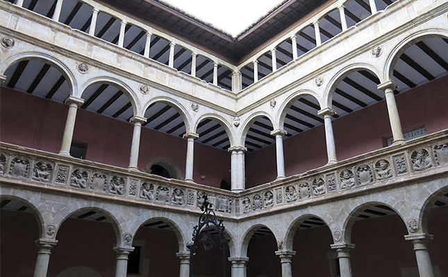 De quin estil arquitectònic són els Reials Col·legis de Tortosa?
