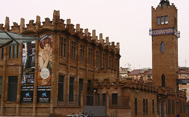 A quina indústria pertanyia la fàbrica Casaramona de Barcelona, actual seu de CaixaForum?