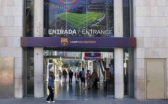 Un dels museus més visitats de Catalunya, el Museu del Futbol Club Barcelona, atrau una mitjana anual de?
