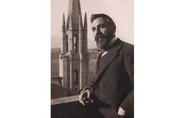 A més d'arquitecte, Rafael Masó va destacar també en?