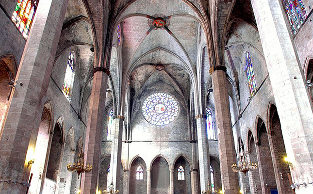 Als vitralls de la basílica de Santa Maria del Mar s'amaguen detalls curiosos com?