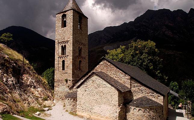 De quin estil és l'església de Sant Joan de Boí?