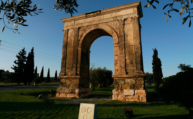 Tot i que originàriament era més alt, quina alçada té actualment l'arc de Berà?