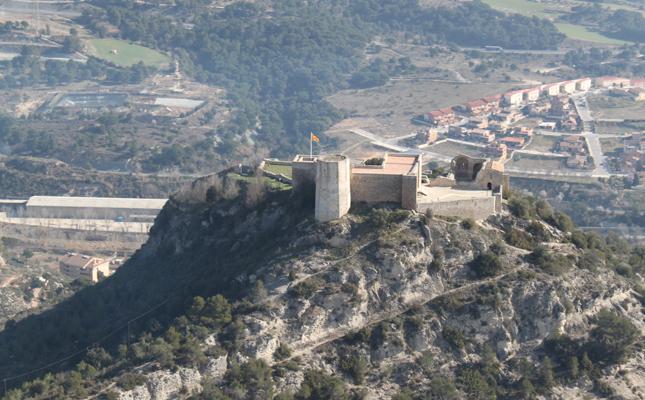 En quin terme municipal es troba el castell de Claramunt?