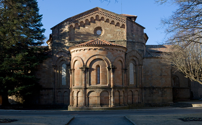Qui va fundar el monestir de Sant Joan de les Abadesses?
