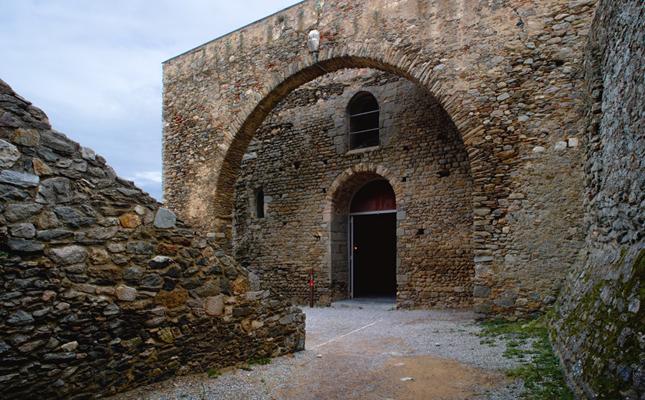 La portalada de l'església del monestir de Sant Pere de Rodes és obra del...