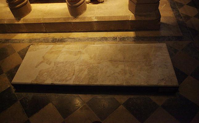 On està enterrat l'almirall Roger de Llúria?